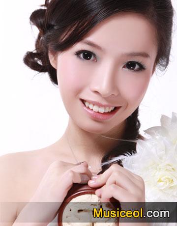 师从我国著名琵琶演奏家杨靖教授.-夏馨