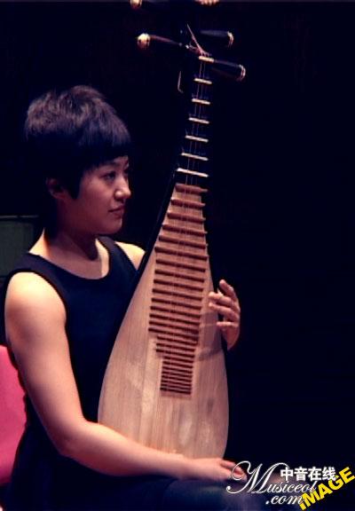 于源春参加第八届金钟奖琵琶比赛现场图