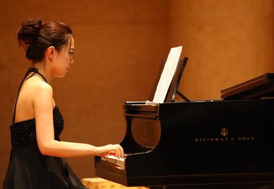 钢琴伴奏_11中国合唱作品音乐会中山音乐堂举行钢琴考
