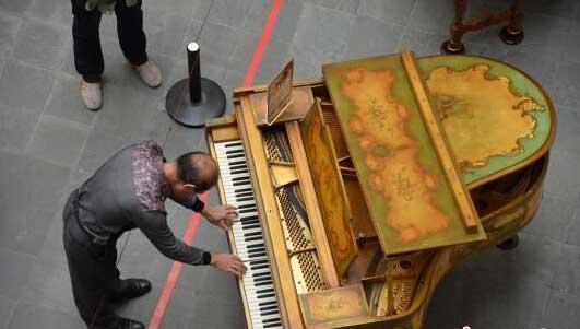 深圳百年经典钢琴艺术展展出60台古钢琴图片