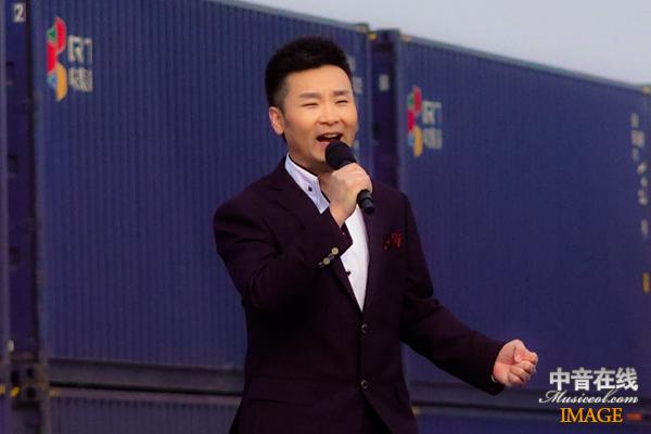 刘和刚演唱《全心全意》与《父亲》