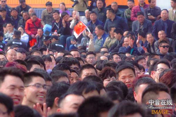 现场观众3.jpg