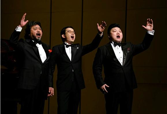 """昨晚,男高音歌唱家魏松,石倚洁,韩蓬齐聚上海大剧院,期待已久的"""""""