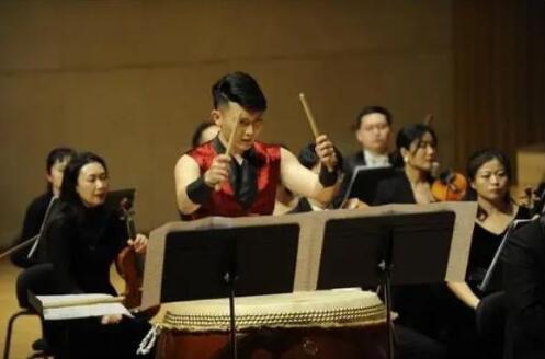 高德平台注册地址河南艺术中心上演《颂歌献给党》交响音乐会